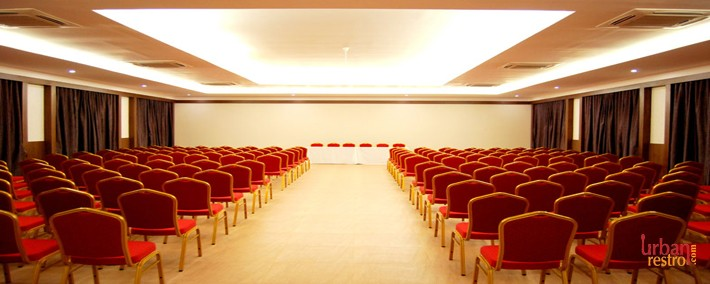 The Fern Residency Vadodara. Banquet hall in Alkapuri